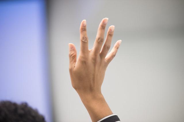 Main levée pour poser une question